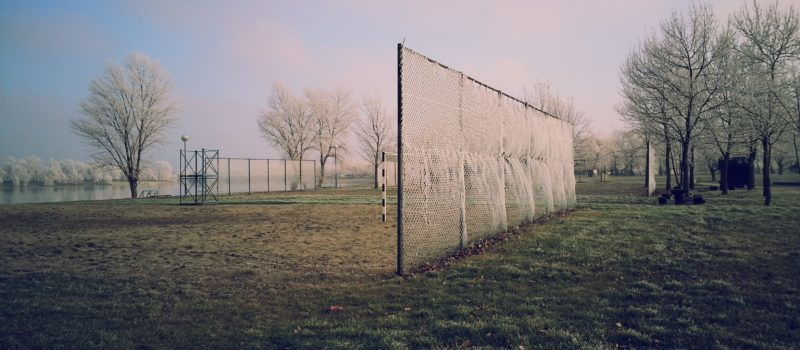 Autobandenafval op kunstgrasvelden: Recycling Netwerk doet aangifte van 'poldercriminaliteit'