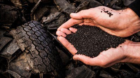 Nederland vraagt strengere normen voor rubbergranulaat op kunstgras