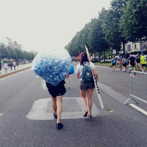 Op de 20 km van Brussel rapen we wegwerpflesjes